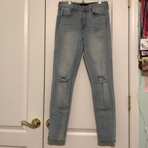 Light Washed Jeans with Rips